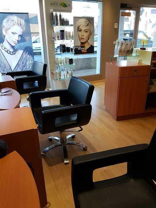 Nouveaux fauteuils au salon Linéa Coiffure - Plérin 0